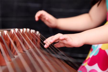 弹古筝时的四个技巧