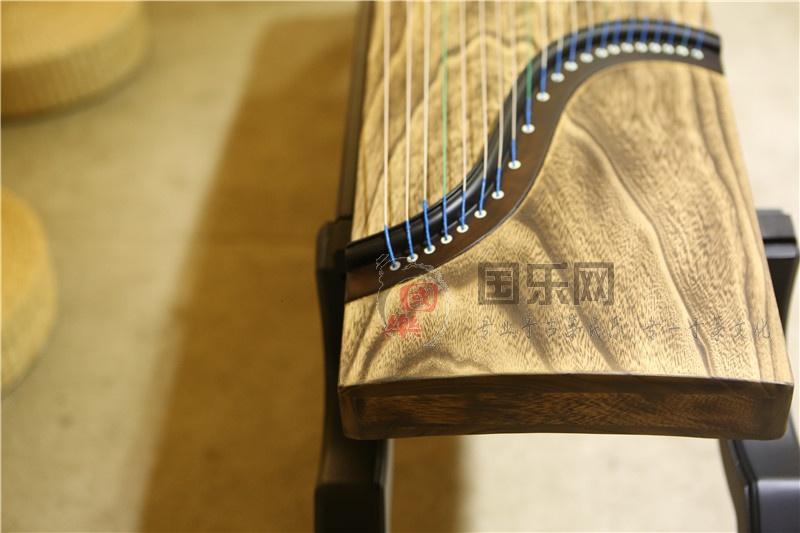 宏声古筝的面板是什么材质?
